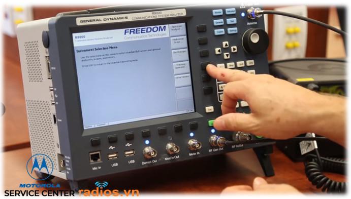 Trung tâm bảo hành bộ đàm Motorola trang bị máy đo phục vụ kiểm tra hiệu chỉnh thiết bị theo tiêu chuẩn nhà sản xất