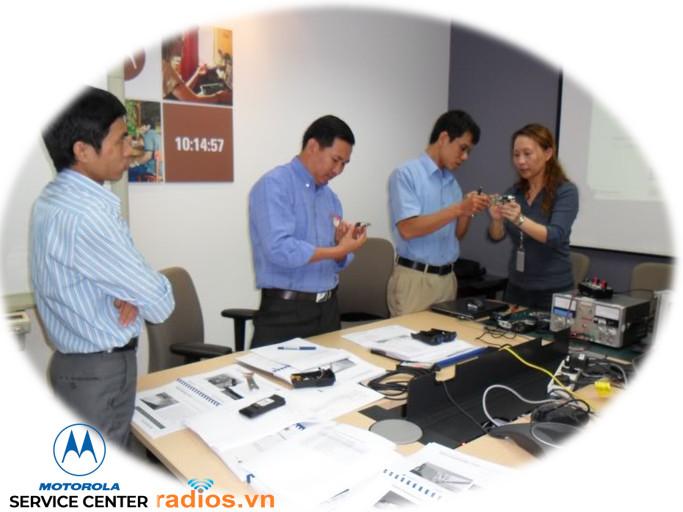 Motorola đào tạo kỹ thuật chuẩn bị ra mắt trung tâm dịch vụ bảo hành máy bộ đàm Motorola tại Việt Nam